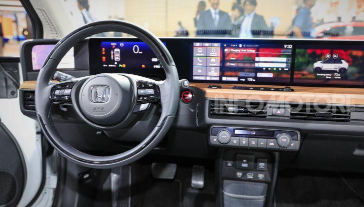 Honda e: tutto quello che sappiamo sulla citycar elettrica retrò - Foto 17 di 35