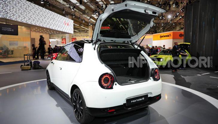 Honda e: tutto quello che sappiamo sulla citycar elettrica retrò - Foto 12 di 35