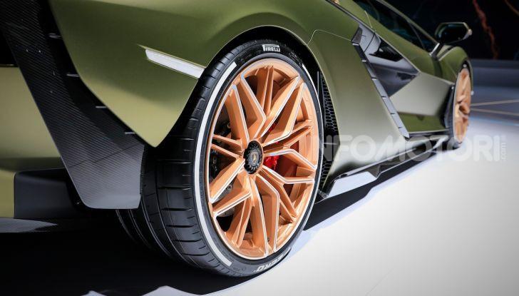 Lamborghini Sian: l'ibrida di Sant'Agata è un fulmine da 819CV - Foto 33 di 45