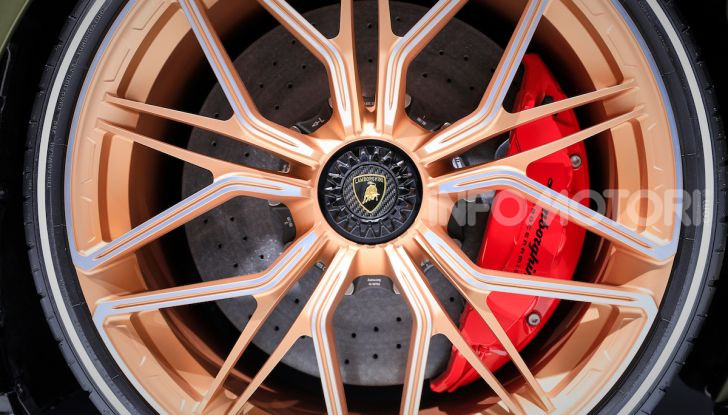 Lamborghini Sian: l'ibrida di Sant'Agata è un fulmine da 819CV - Foto 22 di 45