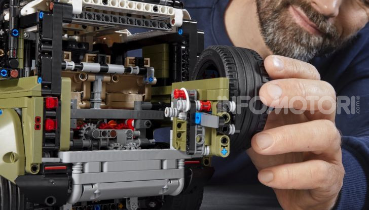 Land Rover Defender LEGO Technic in vendita dal 1 ottobre a 179€ - Foto 13 di 13