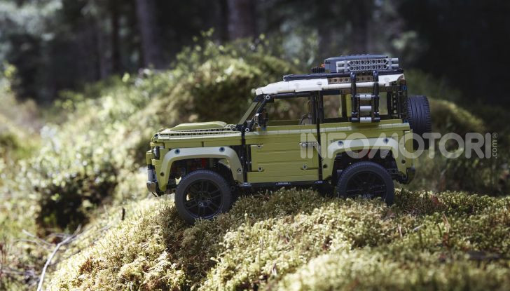 Land Rover Defender LEGO Technic in vendita dal 1 ottobre a 179€ - Foto 2 di 13