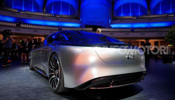 Mercedes-Benz Vision EQS: eleganza, tecnologia e prestazioni full electric - Foto 11 di 30