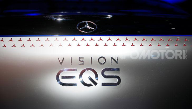 Mercedes-Benz Vision EQS: eleganza, tecnologia e prestazioni full electric - Foto 14 di 30