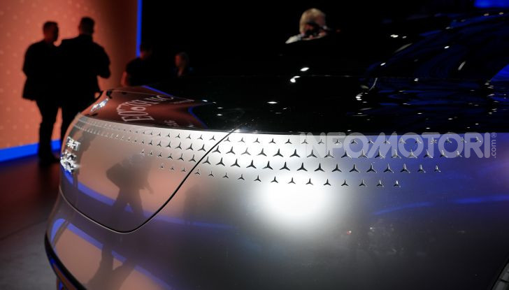Mercedes-Benz Vision EQS: eleganza, tecnologia e prestazioni full electric - Foto 15 di 30