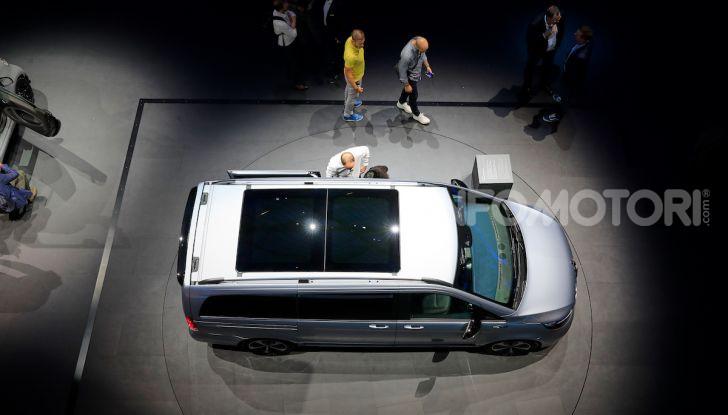 Mercedes Concept EQV: il primo monovolume premium 100% elettrico - Foto 4 di 16