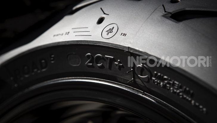 Profilo di una gomma moto Michelin Road 5