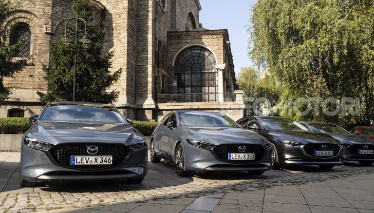 Nuova Mazda 3 Skyactiv-X prova su strada, motori e prezzi - Foto 3 di 8
