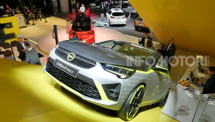 Opel Corsa-e, la prima auto da rally elettrica - Foto 16 di 17