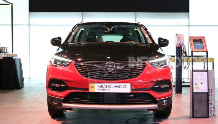 Opel Grandland X Plug-In Hybrid4: trazione integrale e poche emissioni - Foto 2 di 14