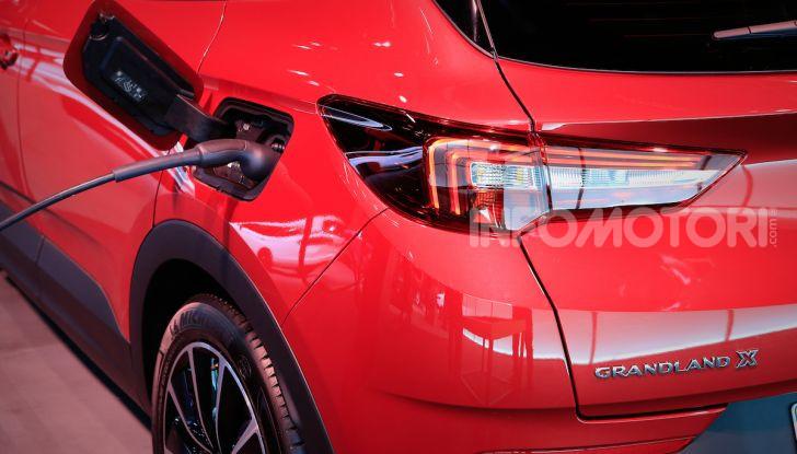 Opel Grandland X Plug-In Hybrid4: trazione integrale e poche emissioni - Foto 11 di 14