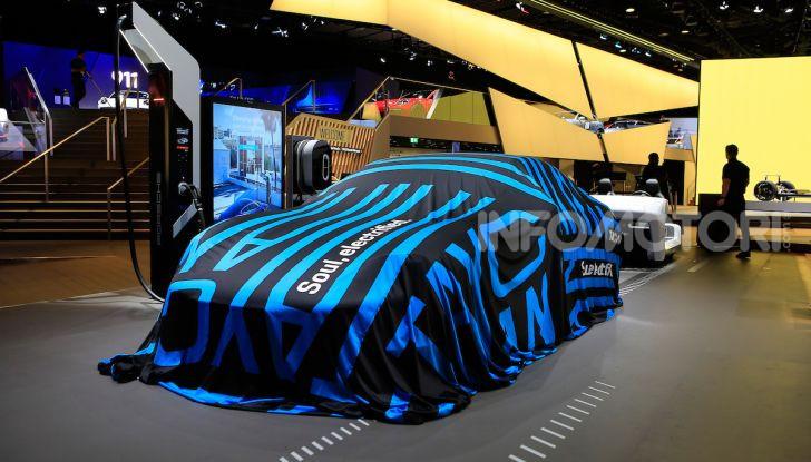 Porsche Taycan 2020, foto e dati della versione definitiva - Foto 21 di 33