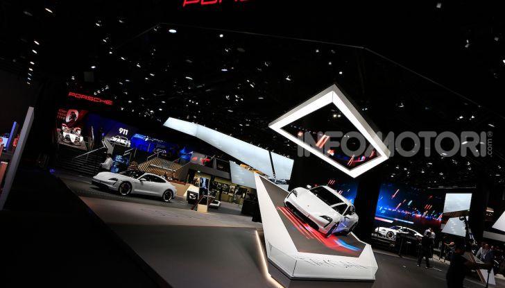 Porsche Taycan 2020, foto e dati della versione definitiva - Foto 22 di 33