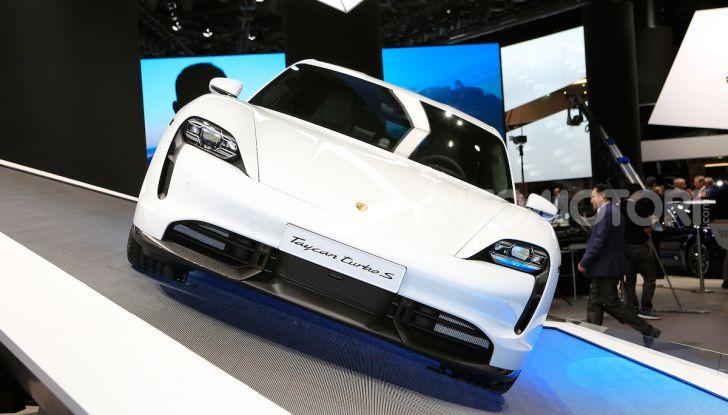 Porsche Taycan 2020, foto e dati della versione definitiva - Foto 23 di 33