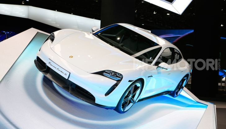 Porsche Taycan 2020, foto e dati della versione definitiva - Foto 1 di 33
