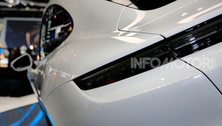 Porsche Taycan 2020, foto e dati della versione definitiva - Foto 24 di 33