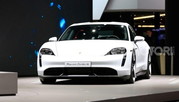 Porsche Taycan 2020, foto e dati della versione definitiva - Foto 10 di 33