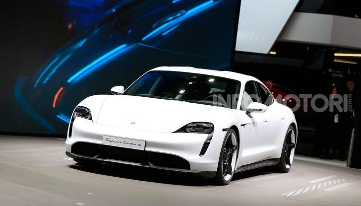 Porsche Taycan 2020, foto e dati della versione definitiva - Foto 6 di 33