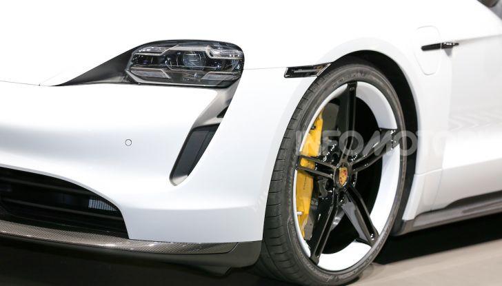 Porsche Taycan 2020, foto e dati della versione definitiva - Foto 5 di 33
