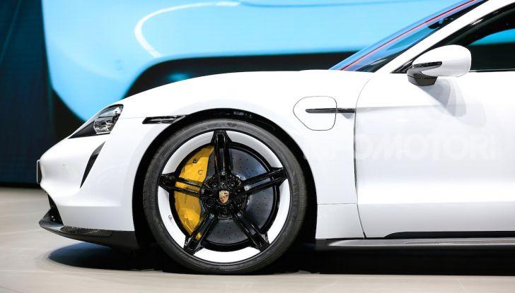 Porsche Taycan 2020, foto e dati della versione definitiva - Foto 7 di 33