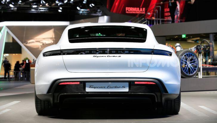 Porsche Taycan 2020, foto e dati della versione definitiva - Foto 3 di 33