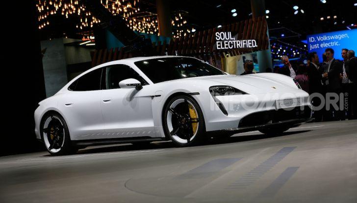 Porsche Taycan 2020, foto e dati della versione definitiva - Foto 8 di 33