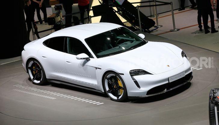 Porsche Taycan 2020, foto e dati della versione definitiva - Foto 2 di 33