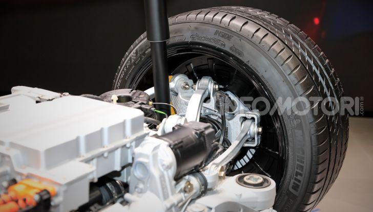 Porsche Taycan 2020, foto e dati della versione definitiva - Foto 9 di 33