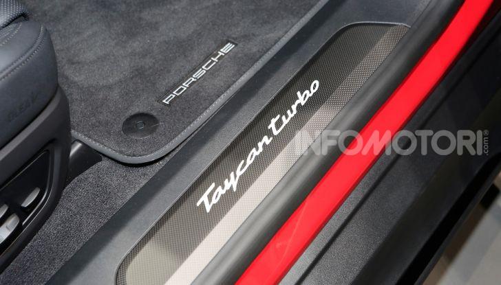 Porsche Taycan 2020, foto e dati della versione definitiva - Foto 28 di 33