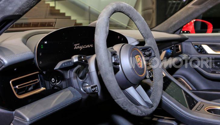 Porsche Taycan 2020, foto e dati della versione definitiva - Foto 33 di 33