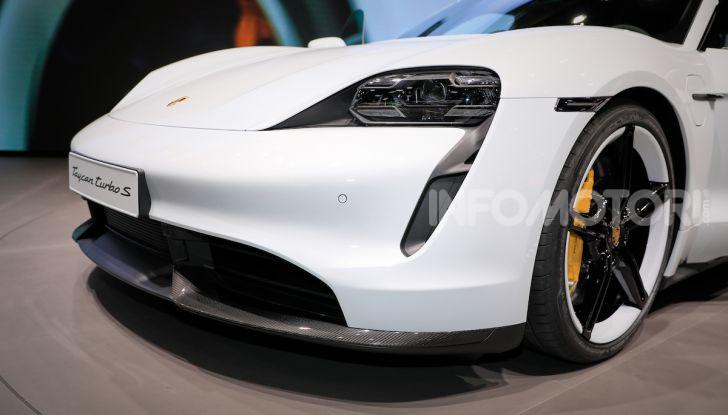 Porsche Taycan 2020, foto e dati della versione definitiva - Foto 4 di 33