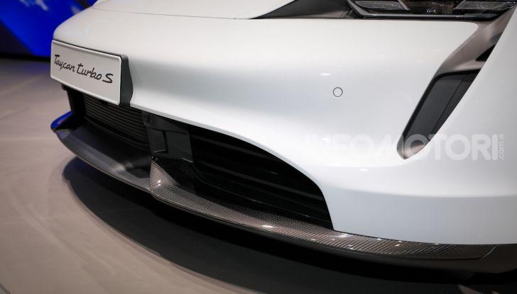Porsche Taycan 2020, foto e dati della versione definitiva - Foto 14 di 33