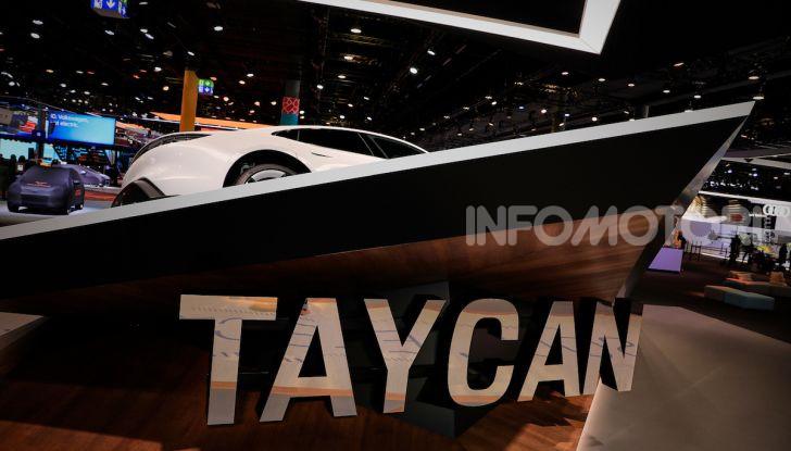 Porsche Taycan 2020, foto e dati della versione definitiva - Foto 15 di 33