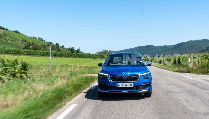 Prova su strada Skoda Kamiq: il terzo elemento della gamma SUV - Foto 3 di 39