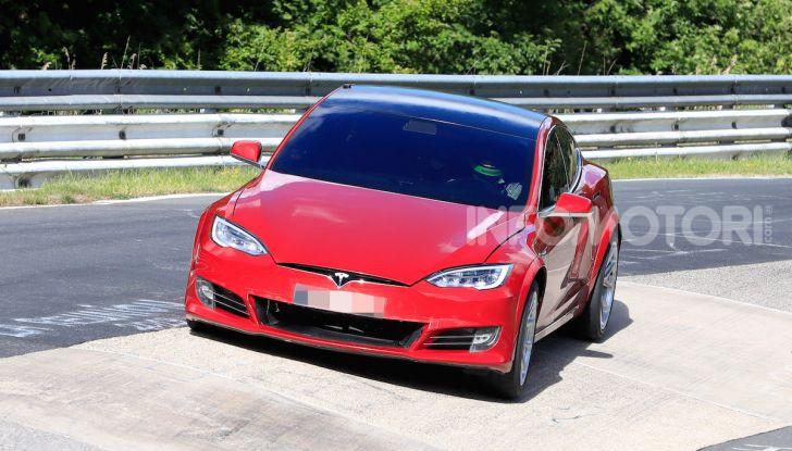 Tesla Model S al Nurburgring: battuto il record della Porsche Taycan - Foto 17 di 31