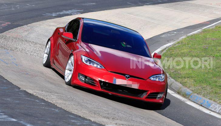 Tesla Model S al Nurburgring: battuto il record della Porsche Taycan - Foto 24 di 31