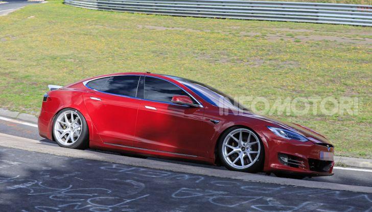 Tesla Model S al Nurburgring per battere il record della Porsche Taycan - Foto 20 di 35
