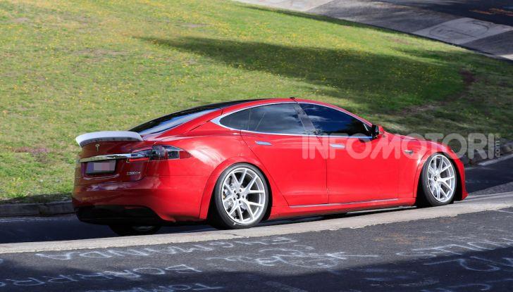 Tesla Model S al Nurburgring: battuto il record della Porsche Taycan - Foto 6 di 31