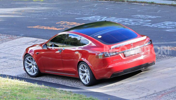 Tesla Model S al Nurburgring per battere il record della Porsche Taycan - Foto 31 di 35