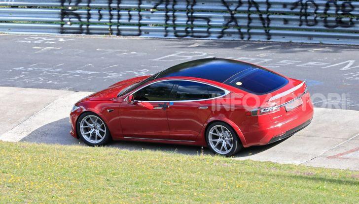 Tesla Model S al Nurburgring per battere il record della Porsche Taycan - Foto 32 di 35