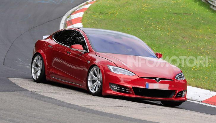 Tesla Model S al Nurburgring per battere il record della Porsche Taycan - Foto 14 di 35