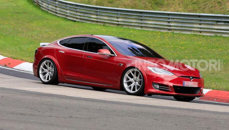 Tesla Model S al Nurburgring: battuto il record della Porsche Taycan - Foto 12 di 31