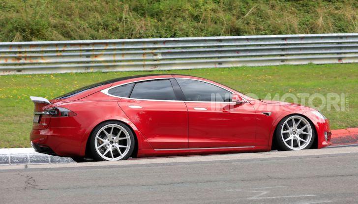 Tesla Model S al Nurburgring per battere il record della Porsche Taycan - Foto 22 di 35