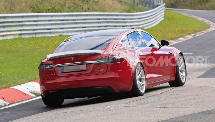 Tesla Model S al Nurburgring: battuto il record della Porsche Taycan - Foto 19 di 31