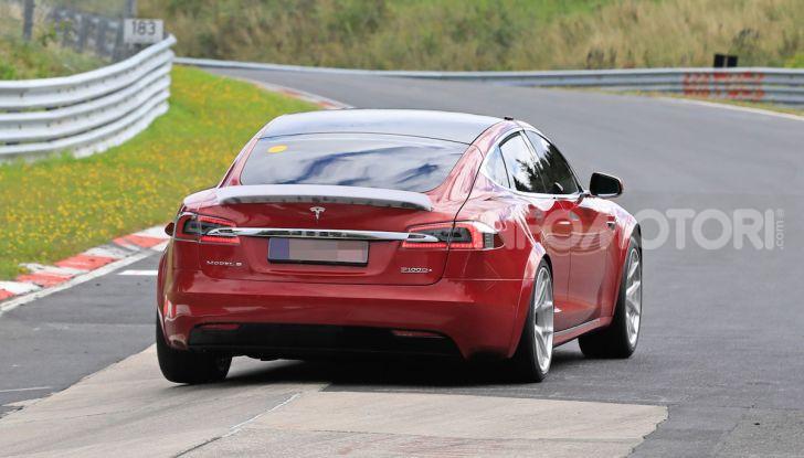 Tesla Model S al Nurburgring per battere il record della Porsche Taycan - Foto 25 di 35