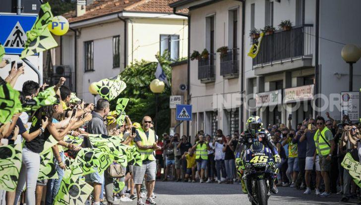 Valentino Rossi verso Misano con la sua Yamaha M1… per le strade di Tavullia! - Foto 31 di 39