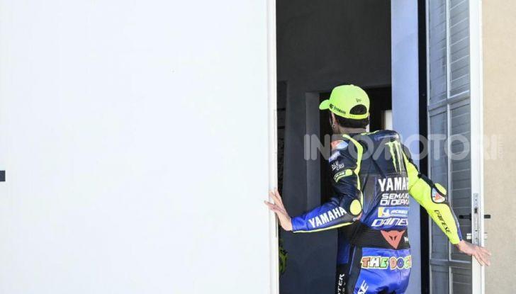 Valentino Rossi verso Misano con la sua Yamaha M1… per le strade di Tavullia! - Foto 30 di 39