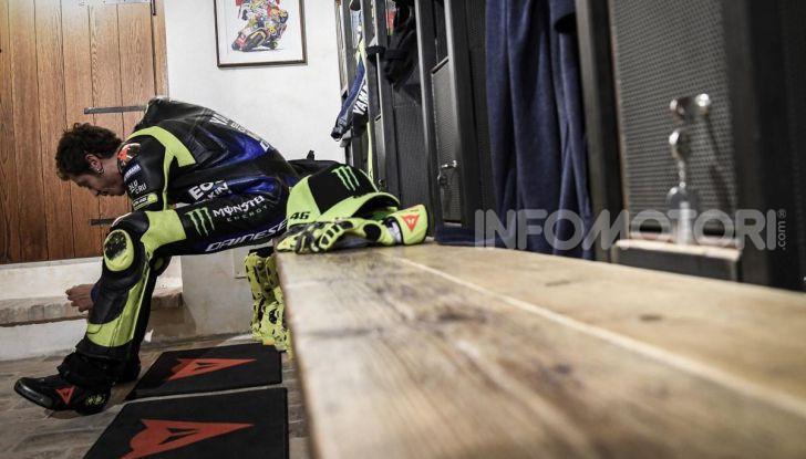 Valentino Rossi verso Misano con la sua Yamaha M1… per le strade di Tavullia! - Foto 29 di 39