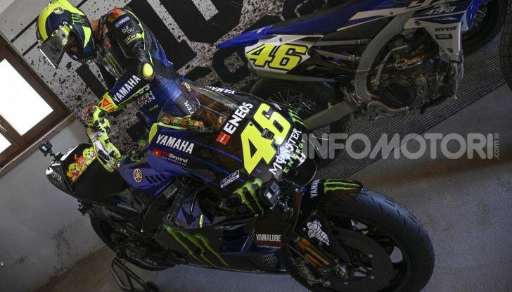 Valentino Rossi verso Misano con la sua Yamaha M1… per le strade di Tavullia! - Foto 28 di 39