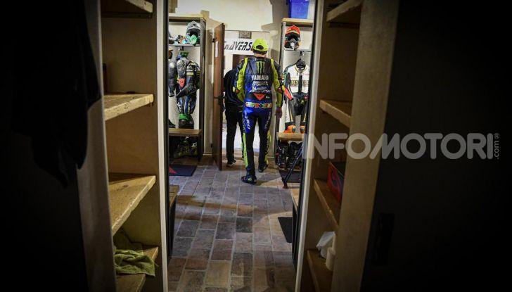 Valentino Rossi verso Misano con la sua Yamaha M1… per le strade di Tavullia! - Foto 26 di 39